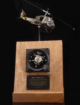 BELL HUEY UH-1 ARTIFICIAL HORIZON TYPE J-8 MIL-I-5133A