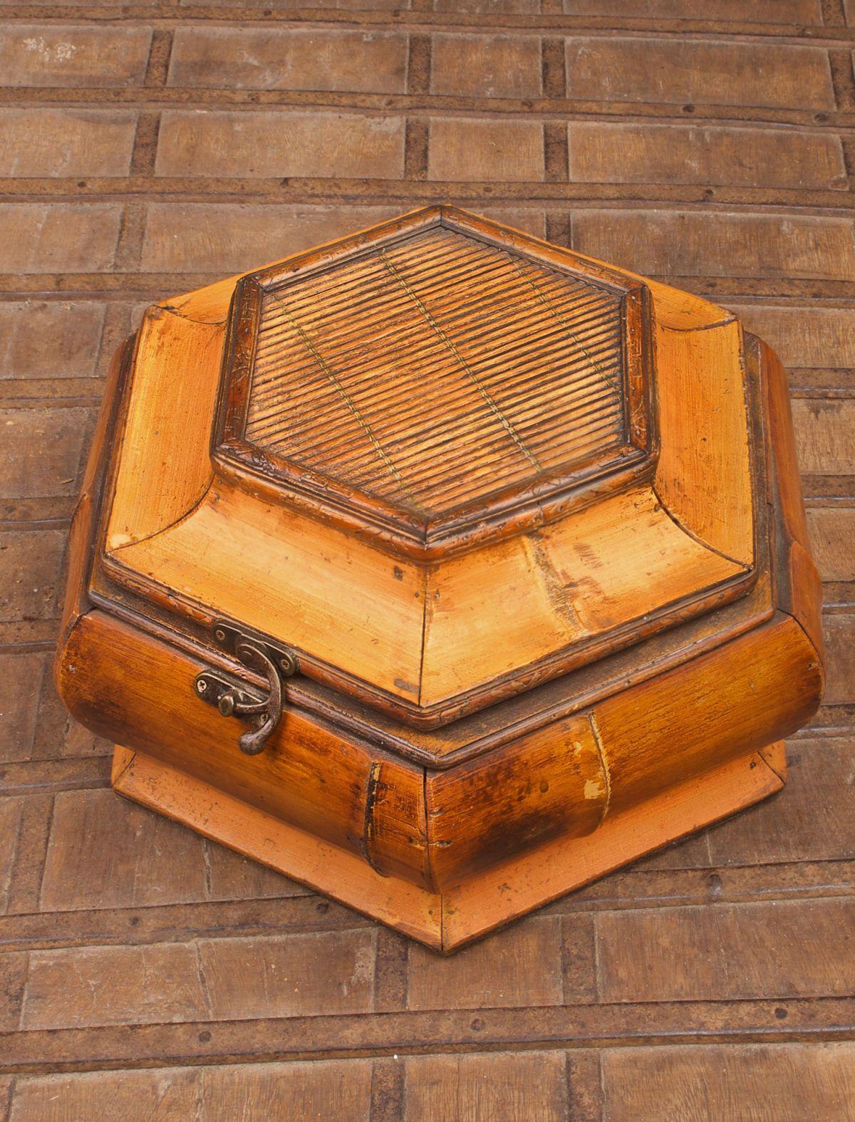 VINTAGE JAPANESE LACQUERED BAMBOO KEEPSAKE BOX