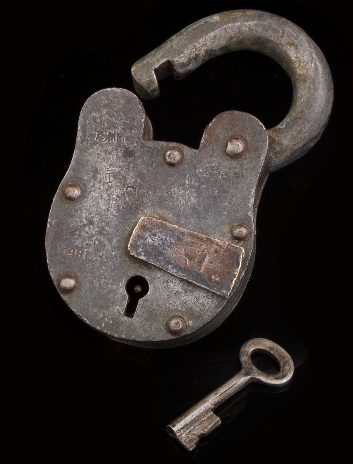 VINTAGE HANDCRAFTED ALIGARH 4 LEVER IRON PADLOCK 1981