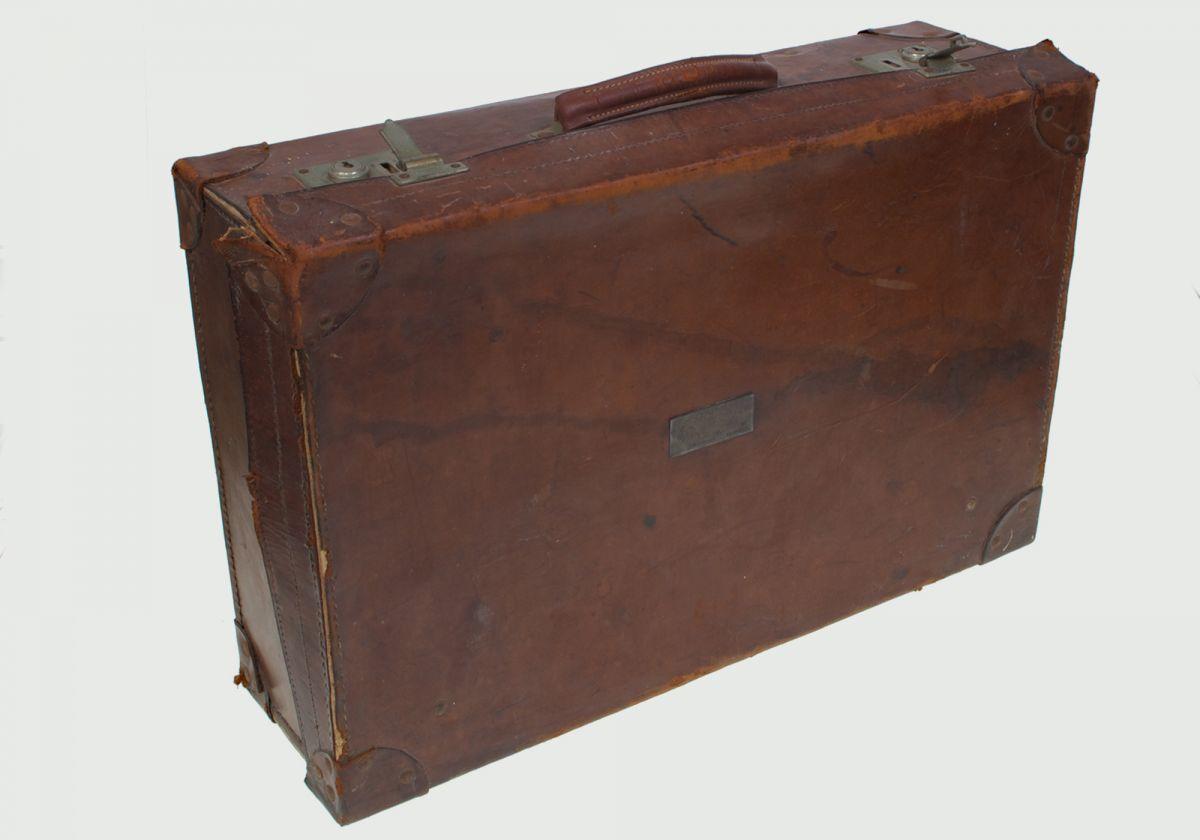 VINTAGE LEATHER SUITE CASE circa 1917