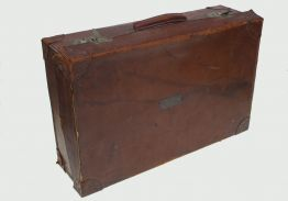 VINTAGE LEATHER SUITE CASE circa 1917