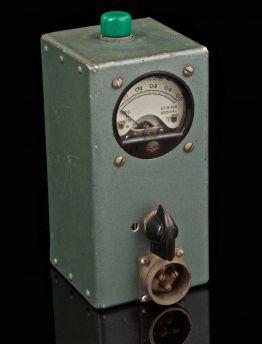 VINTAGE MINI AMP METER DATED 1943