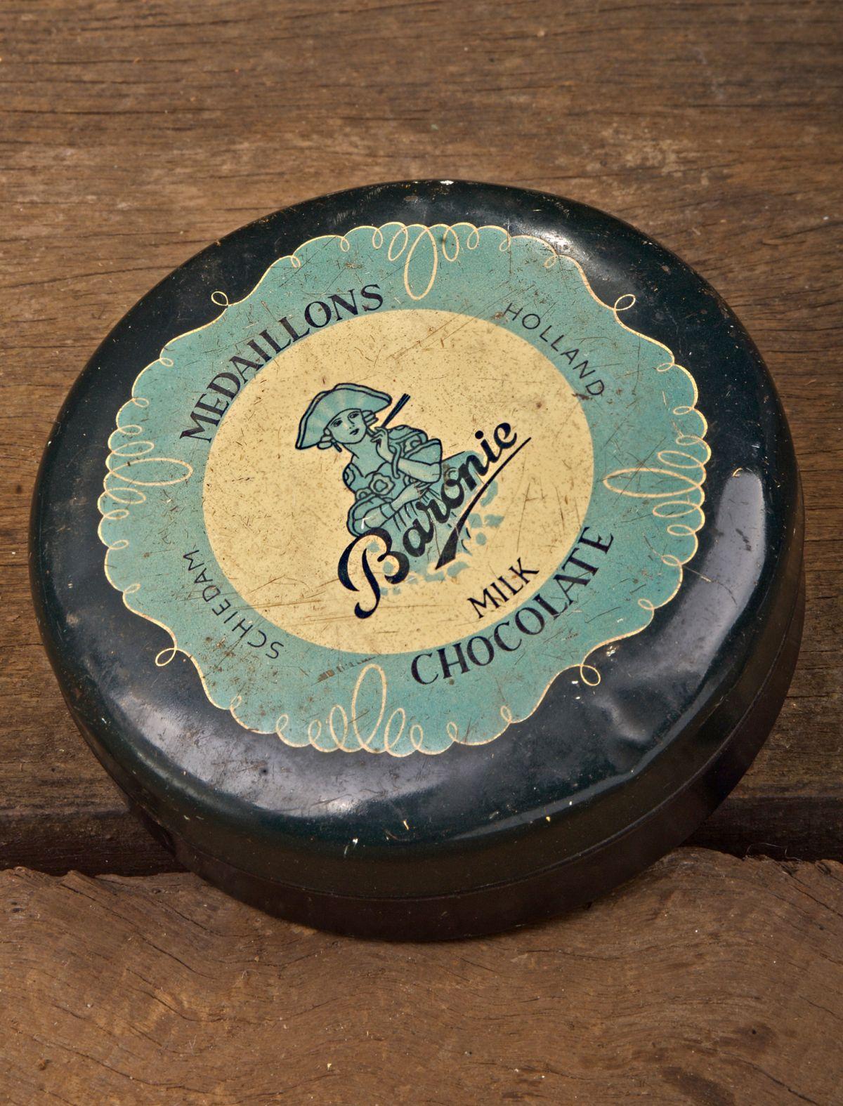 Vintage Baronie Medaillons Milk Chocolate Tin
