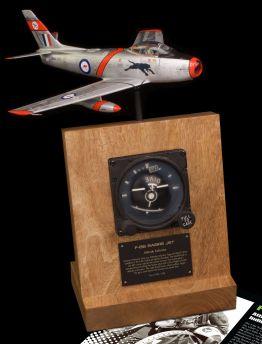 F-86 SABRE JET ATTITUDE HORIZON INDICATOR TYPE J8
