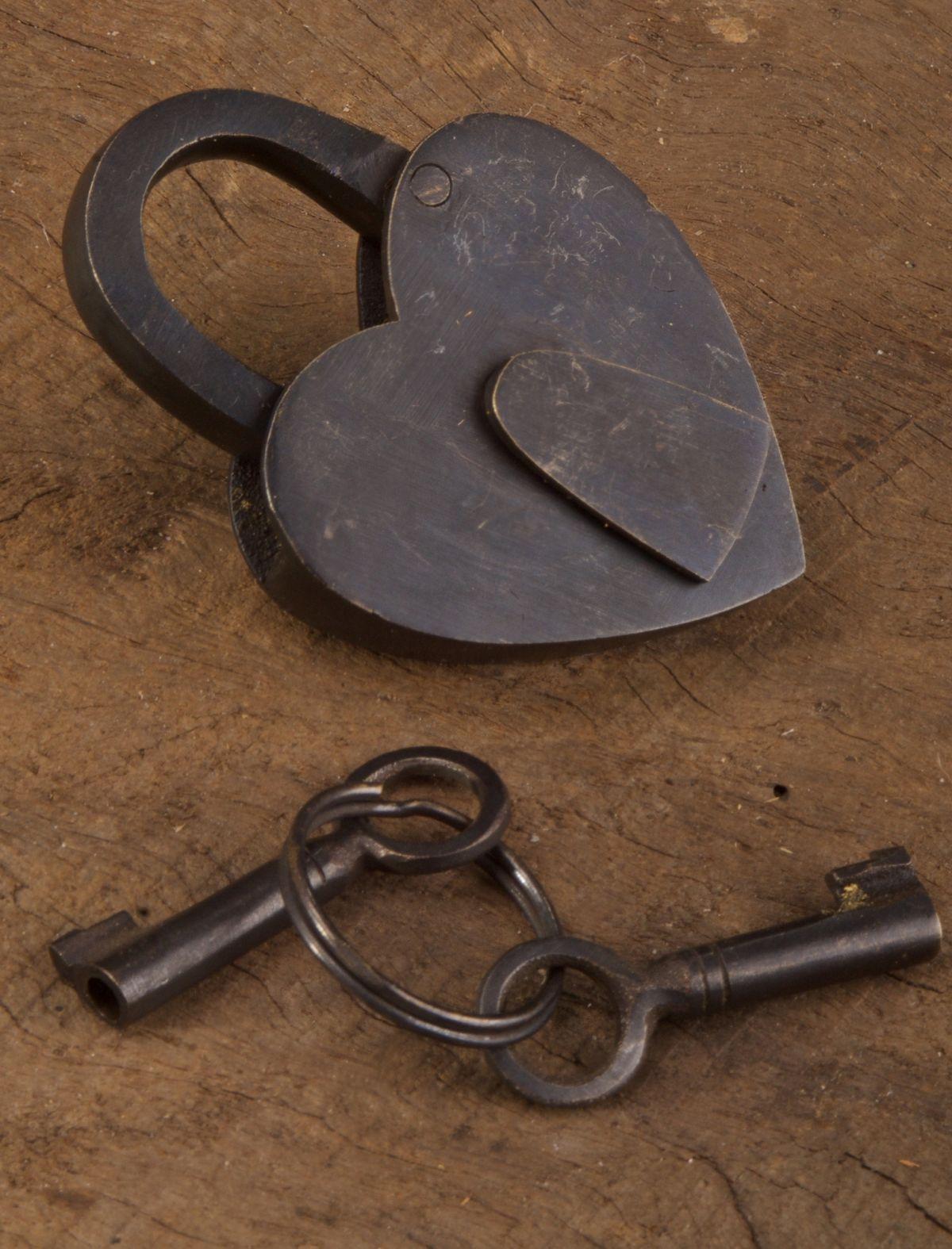 Retro Vintage Style Love Heart Lock & Keys