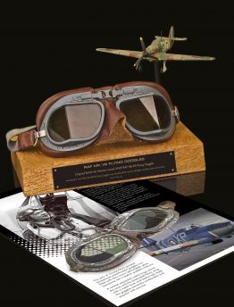 ORIGINAL BOXED MK VIII RAF AIR MINISTRY FLYING GOGGLES WITH SPARE LENSES & CLEANING CLOTH