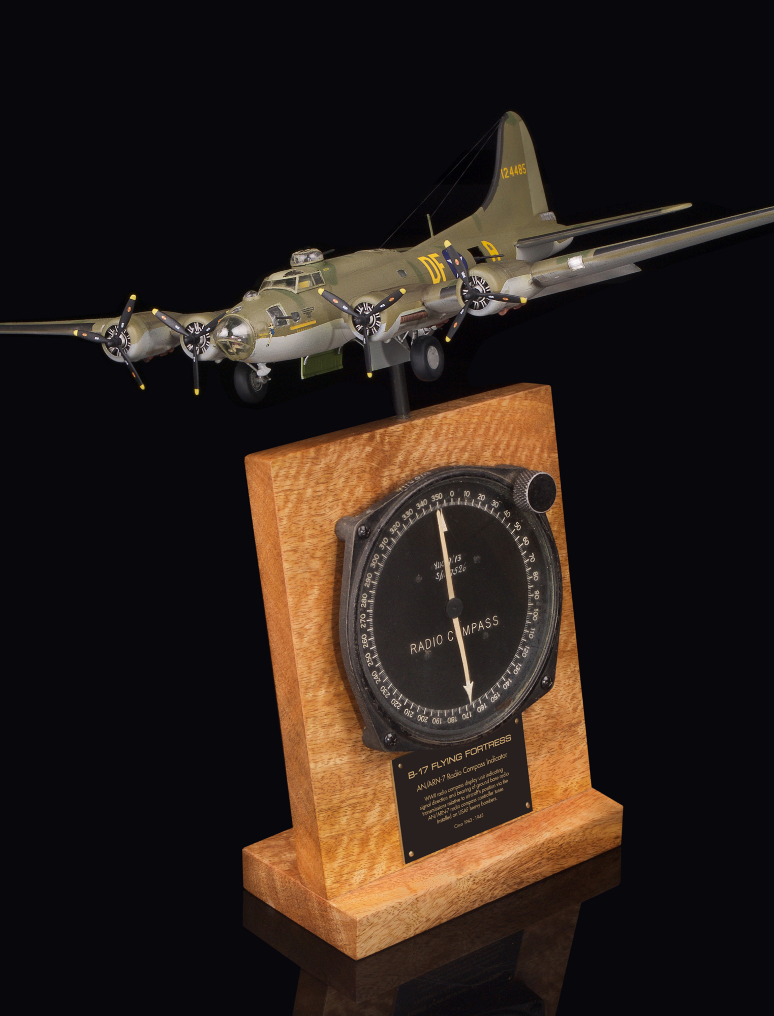 B-17 FLYING FORTRESS AN/ARN-7 RADIO COMPASS INDICATOR