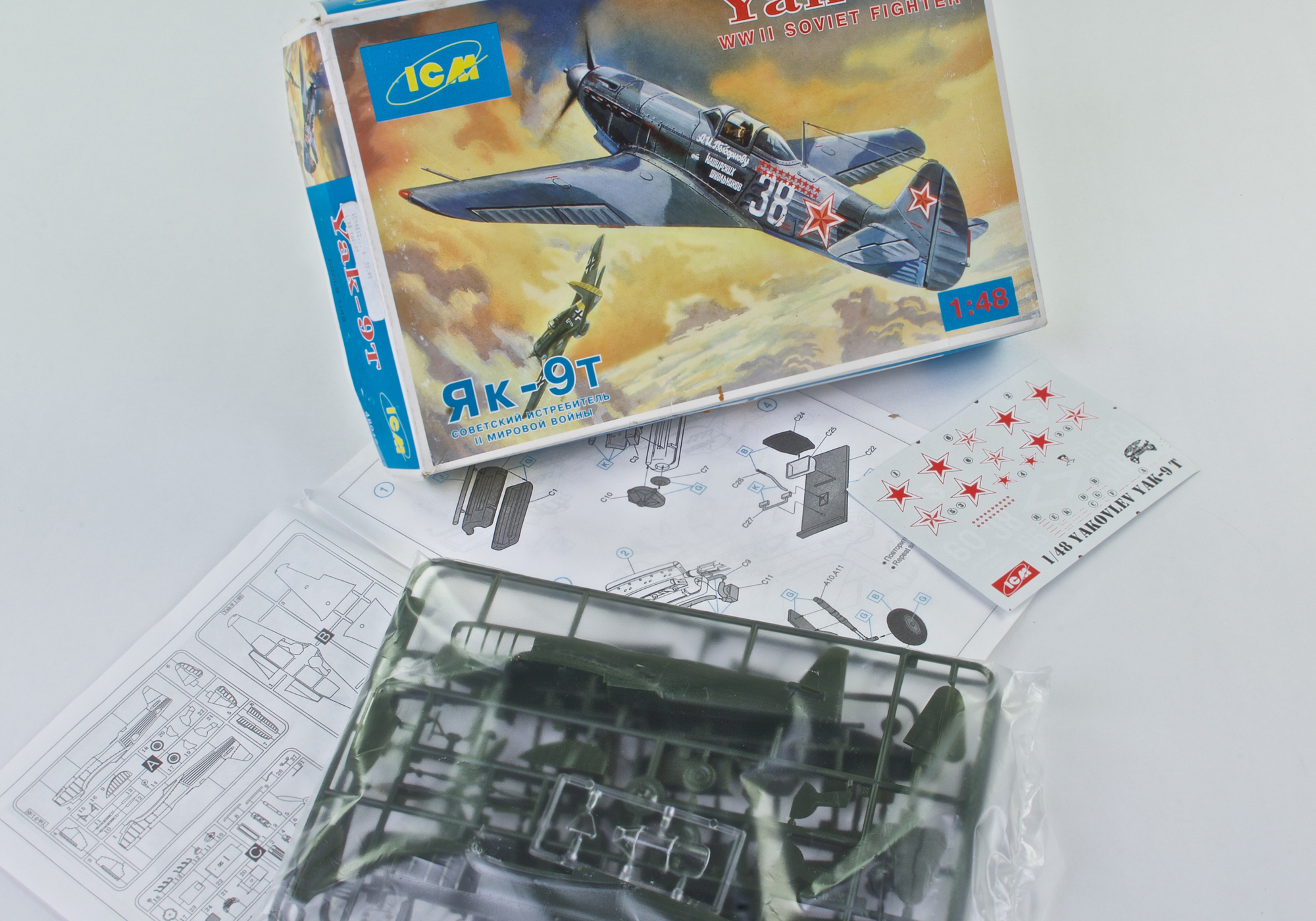 YAK-9T SOVIET WWII FIGHTER - ICM 1/48 scale vintage model