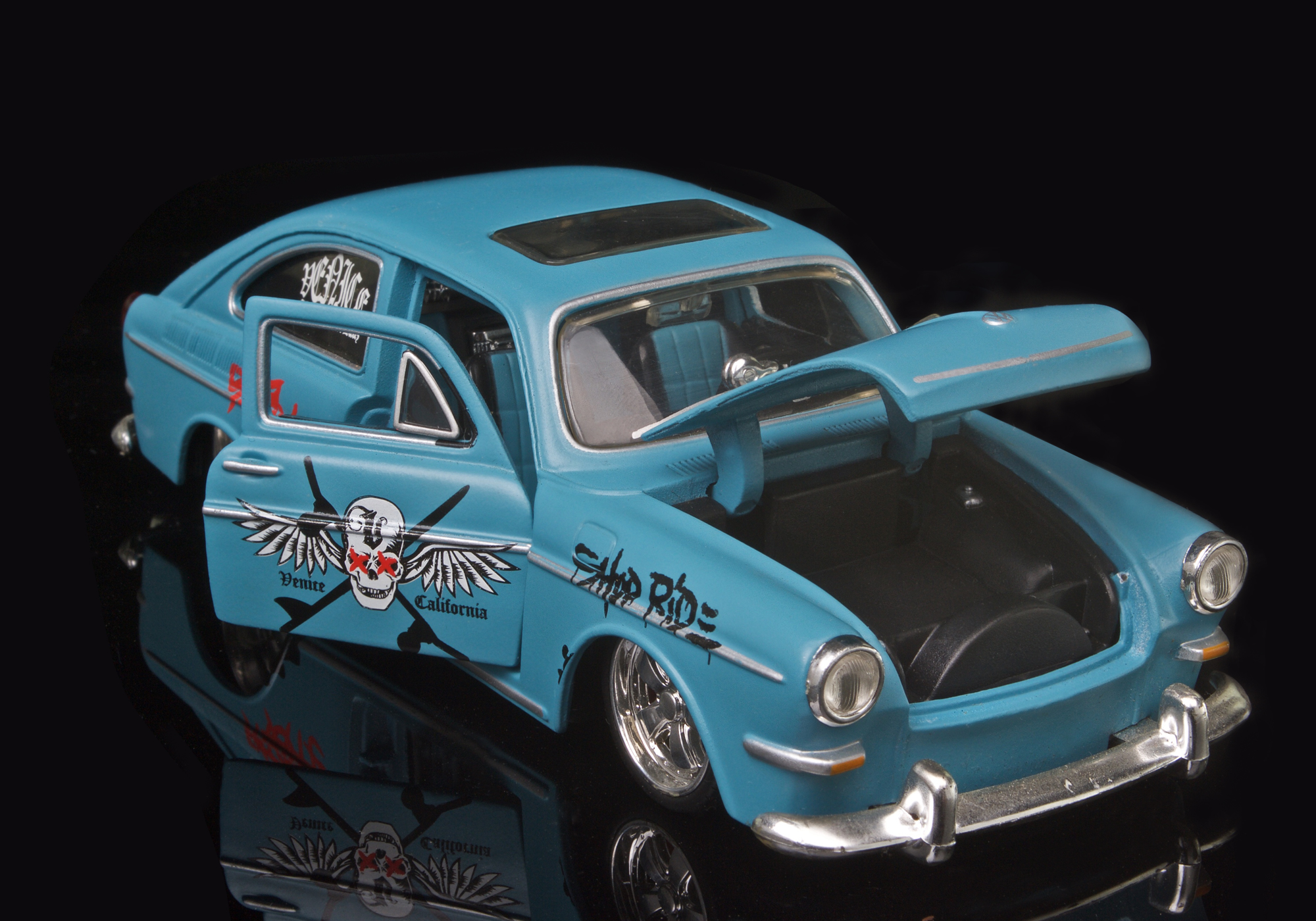 1967 VOLKSWAGON 1600 FASTBACK BY MAISON 1/24 SCALE DESKTOP COLLECTABLE