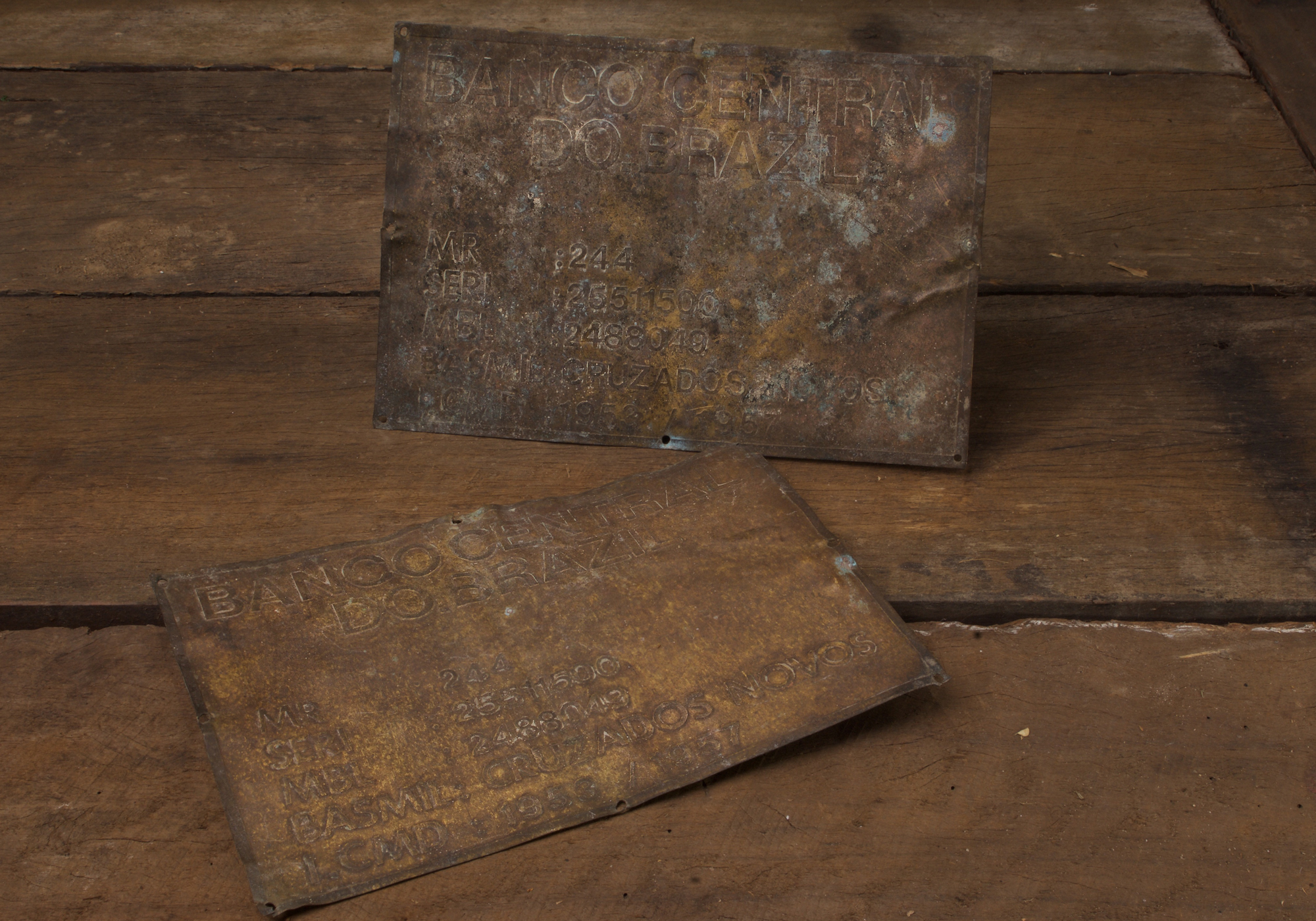 PAIR OF BRASS BANK OF BRAZIL ADDRESS PLAQUES | Recovery Curios