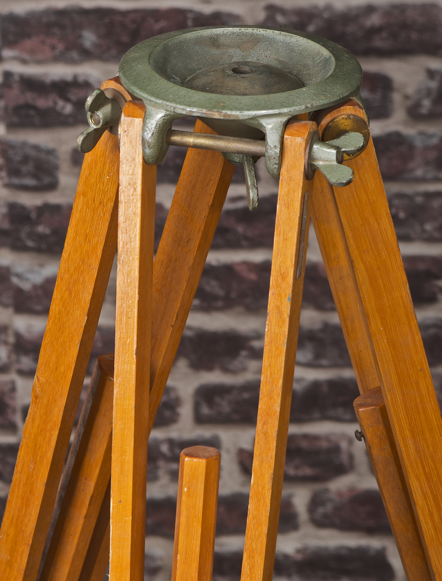 VINTAGE ADJUSTABLE TIMBER WITH DOME HEAD MOUNT TRIPOD
